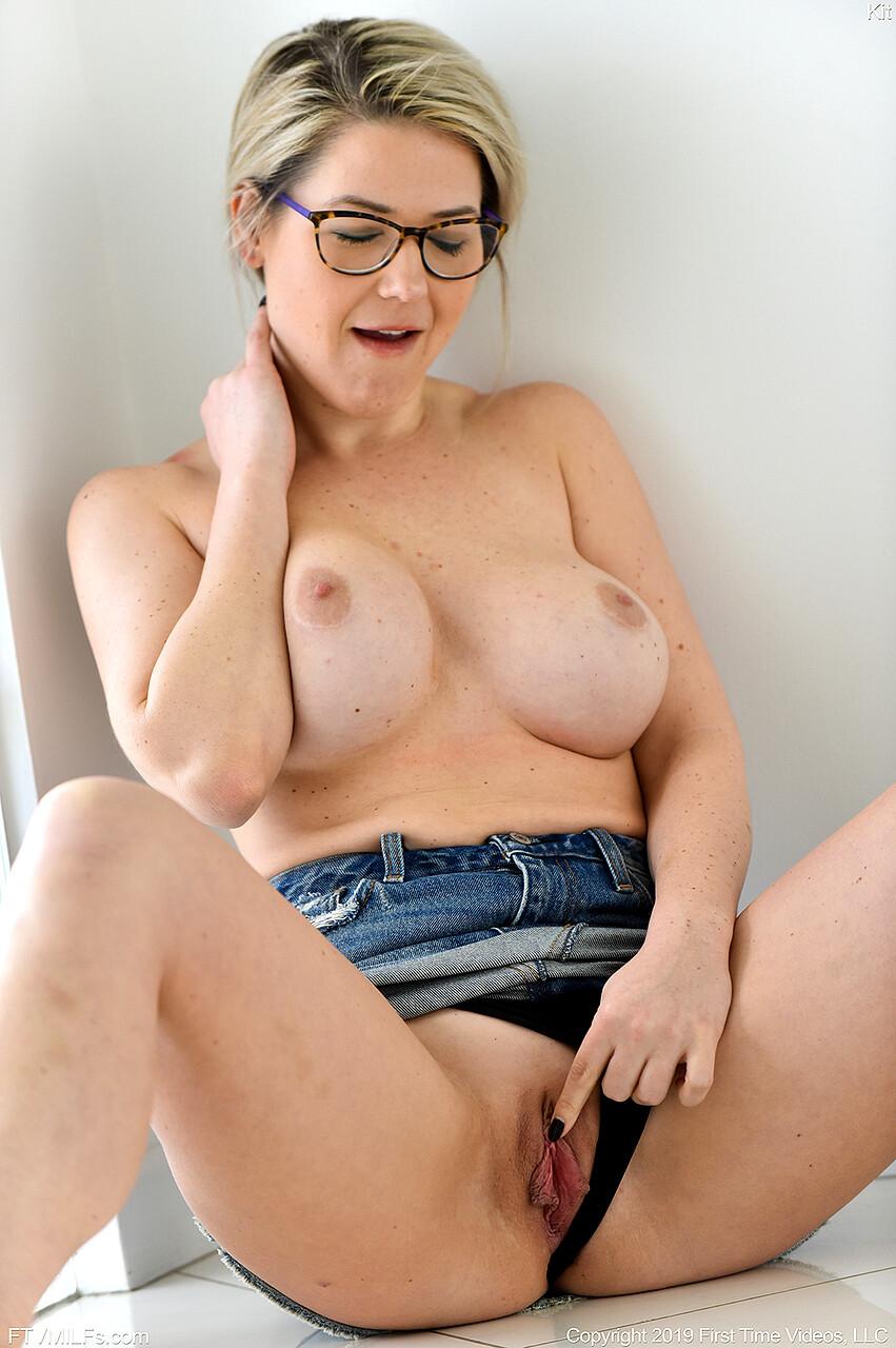 Fucking sissy dyke model