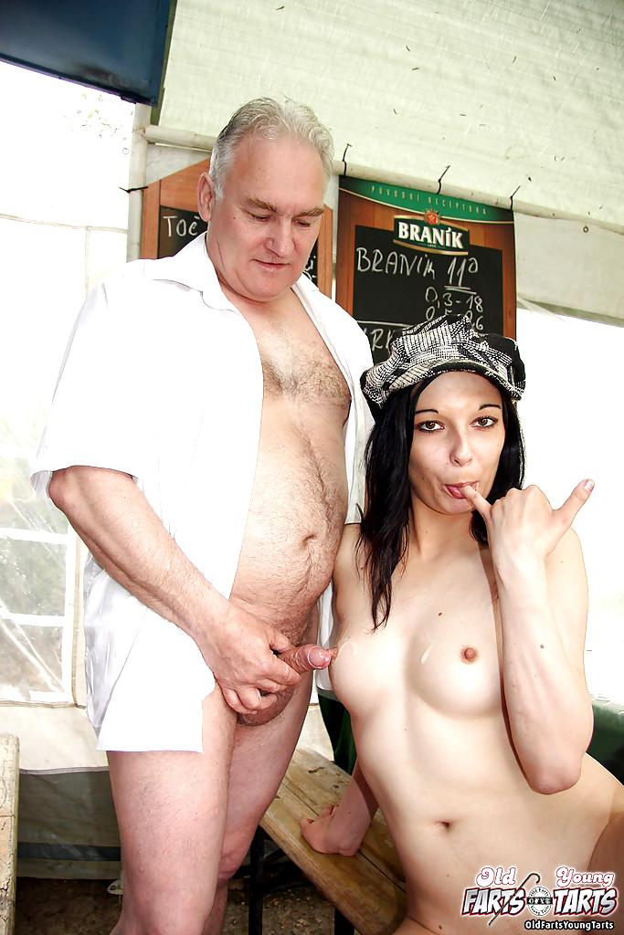 amateur nude women natural tits